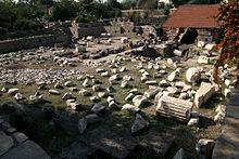 Mausoleum_of_Halicarnassus_2009